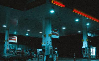 Jak wykorzystać ekrany reklamowe nastacji benzynowej?