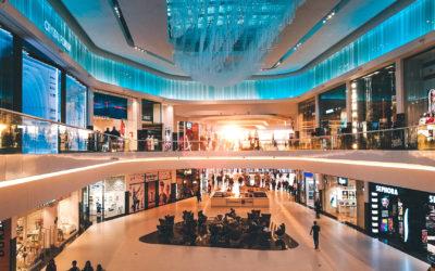 Reklama nawitrynie sklepowej wgalerii handlowej